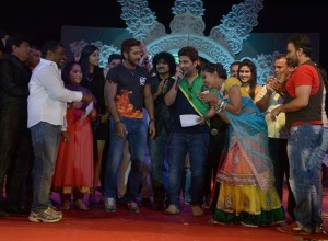 Mrs. Pathan with Master Terence (to her left) of DID fame at Jallosh 2013