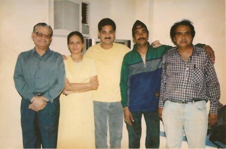 URDA - Raju sir as dance director with actors of marathi movie Mala Jagaichai