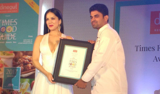 Nagraj Bhat Receives Times Food Awards 2017 Chef Of The Year Award from actress Sunny Leone