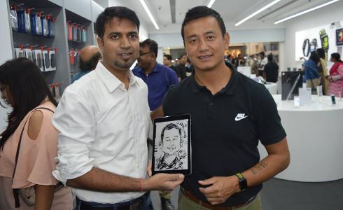 Prashant gifts caricature to Baichung Bhutia