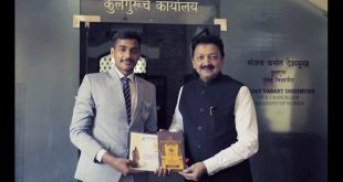 Rahul Tiwari felicitated by Vice Chancellor of Mumbai University Sanjay Deshmukh