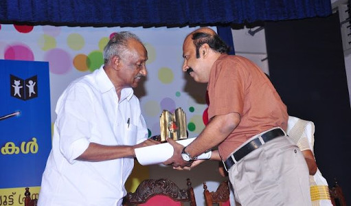 G S Unnikrishnan Nair receiving Children's Literature Award 2011