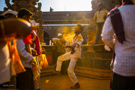 Mahesh Lonkar Photography - Devotee at Jejuri - Somvati Amavasya