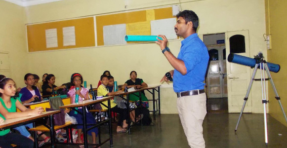 Parag Gore Box Of Science - Workshop at Jnan Prabodhini Nigdi Pimpri