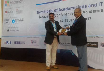 Dr Ravindra Gaikwad distinguished professor award 2017 by Computer Society of India at IIT Bombay