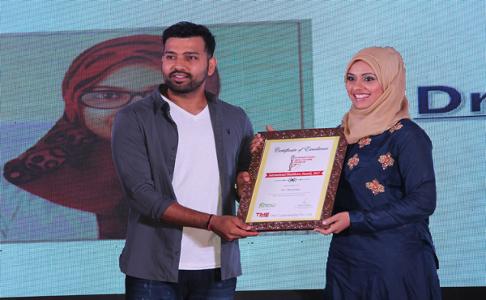 Dr. Masooma Ladiwala PT being honoured with TIME Cybermedia International Healthcare Award 2017