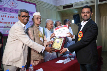 Dr Ravi Varala honoured with Bharat Vidya Rattan Award at New Delhi Aug 2017