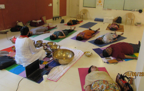 Sujata Singhi - Sound Bowl Group Meditation and Healing Session - Jun 2016