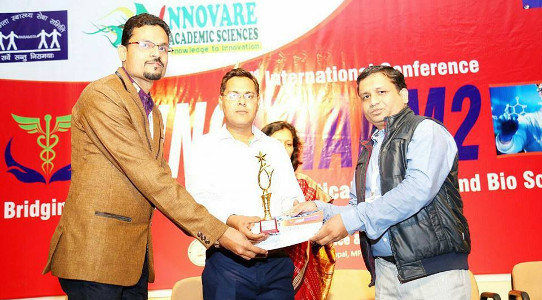 Dr Neetesh Jain receiving Best Research Presentation Award 2017 in an International Conference at MPCST Bhopal