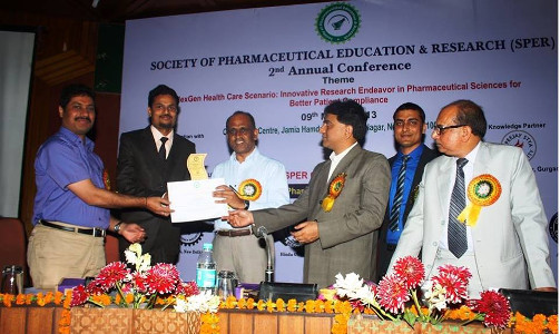 Dr Neetesh Jain receiving Young Talent Award from DCGI during SPER Conference at JHU Delhi 2013