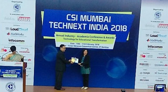 Alka Purohit - Receiving Best Faculty Award at CSI 2018 Mumbai