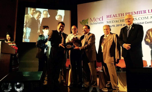 Dr Sanjay Miglani - Medachiever award in Dentistry at Health Premiere league, 2015, IHC, New Delhi