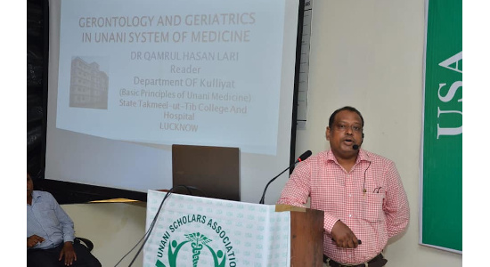 Dr Qamrul Hasan Lari - Delivering a lecture