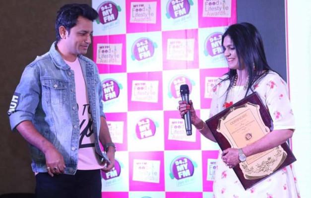 Neetu Agrawal - My FM Award with RJ Navneet